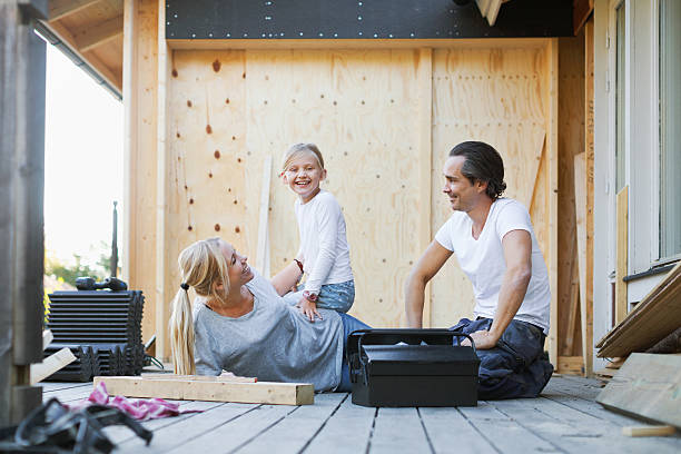 Famille qui profite de l'extension bois de sa maison