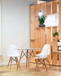 Chaises et table de salon